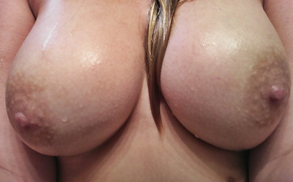 Brösten har storlek 80 D