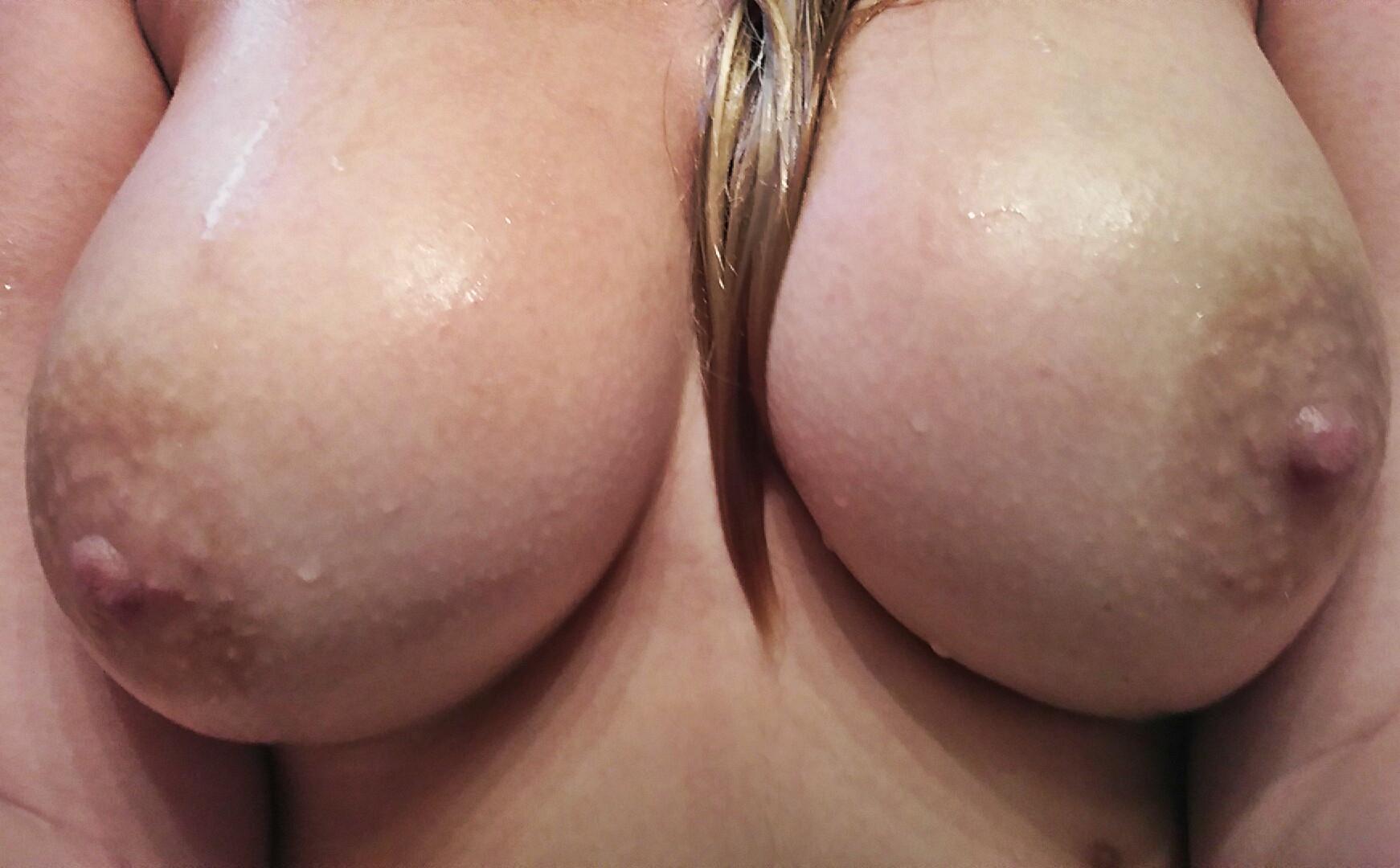 långt hår fnask stort bröst