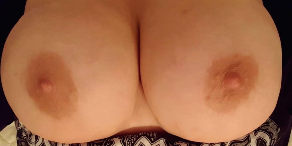 Mullig tjej med stora bröst