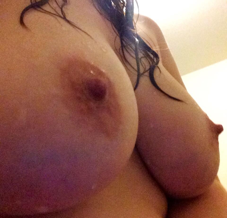 Söker en tjej som är nyfiken på att testa sex med en annan tjej.