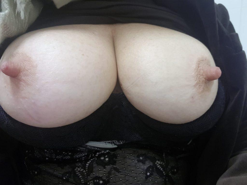 Vill du suga på mina bröstvårtor?