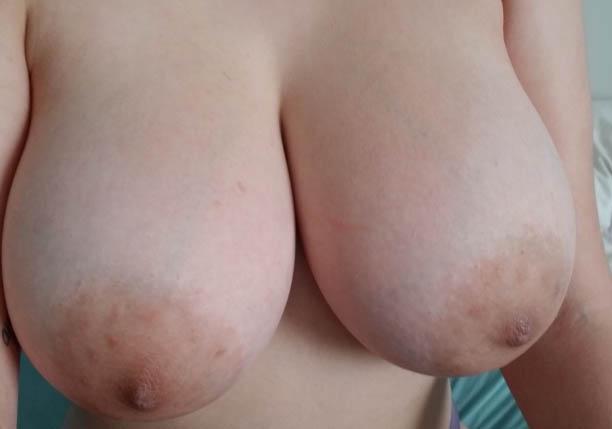 Bröstfetish / bröstlekar